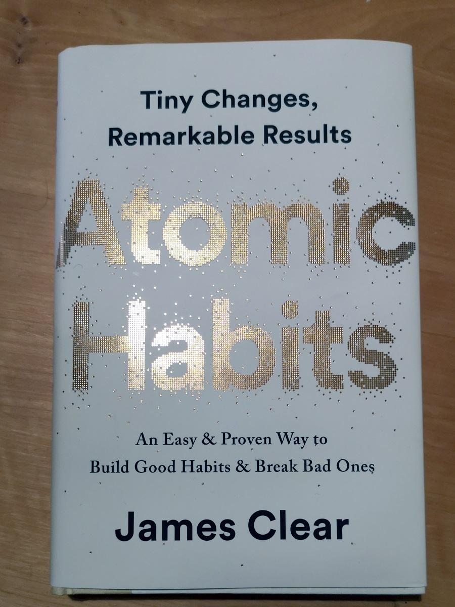Huippumyynti-Atomic-Habits-arvostelu